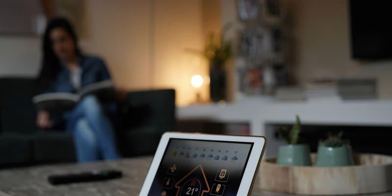 Domotica per la gestione della tua abitazione in remoto e controllo delle utenze